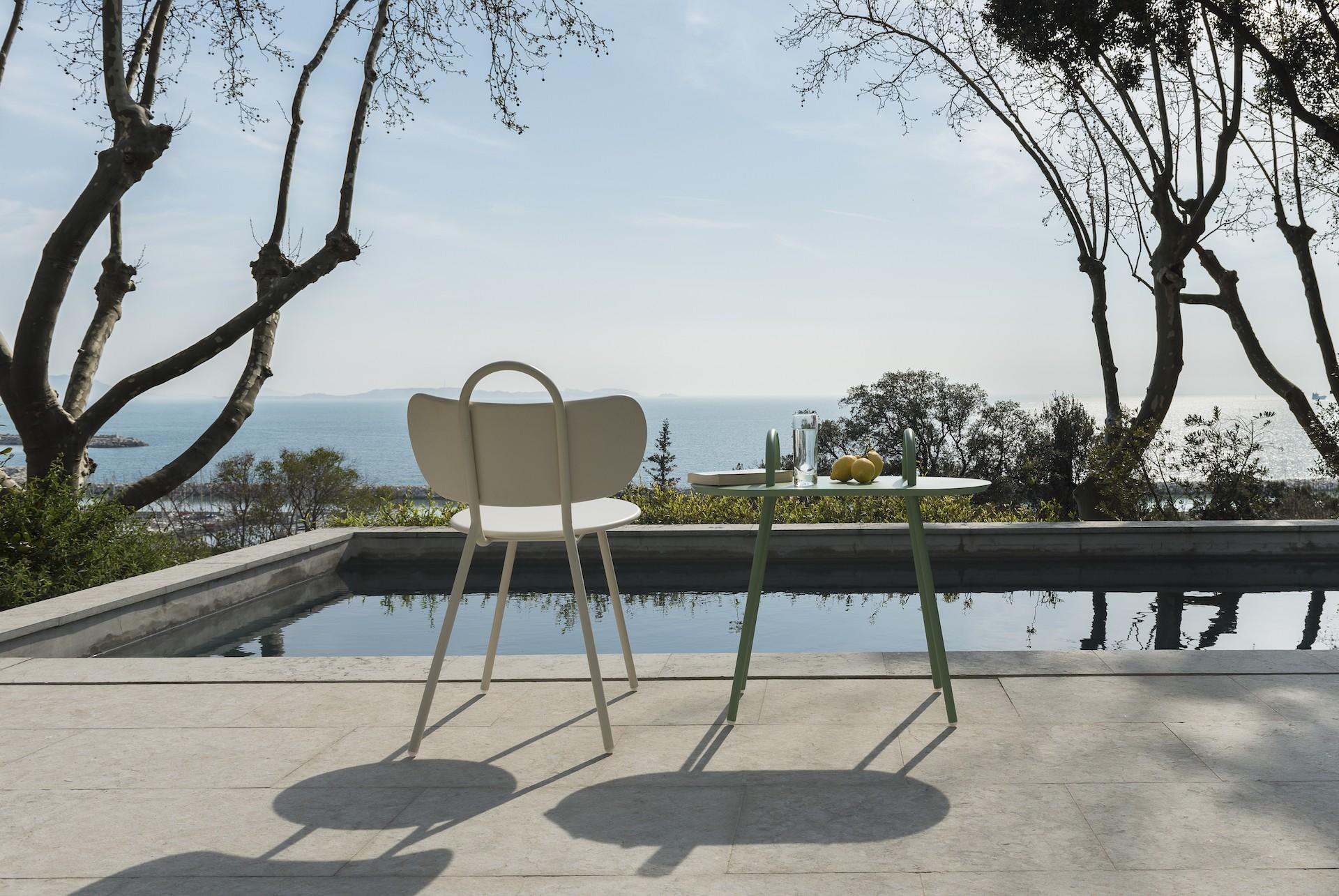 table d 39 appoint swim outdoor margaux keller bibelo mobilier design. Black Bedroom Furniture Sets. Home Design Ideas